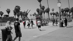 2015-04-01_13-36-46_ILCE-6000_DSC05019 (Miguel Discart (Photos Vrac)) Tags: 2015 33mm beach colourcutout cutout e1670mmf4zaoss focallength33mm focallengthin35mmformat33mm ilce6000 iso100 losangeles plage selectivecolor sony sonyilce6000 sonyilce6000e1670mmf4zaoss venicebeach partialcolorred pictureeffectpartialcolorred