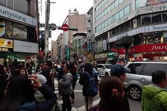 foule à Keelung (8pl) Tags: keelung foule gens passants personnes densité rue croisement activité vie taïwan sensinterdit enseignes urbain ville urbanité citadin cité