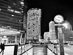 Potsdamer Platz (Berliner1963) Tags: mitte sbahn bw blackwhite sw schwarzweis night nacht place platz potsdamerplatz tiergarten berlin germany deutschland