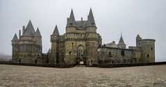 Château de Vitré (arribamarcos) Tags: chateaudevitré vitré gwitreg bretaña francia castillomedieval niebla panoramica