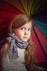 Roxy (davidbenezech) Tags: regard eyes portraiture parapluie canon 50mm kid enfant portrait