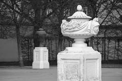 Monochrome Weltzeitvase (stanzebla) Tags: 18thcentury 18jahrhundert schlossschwetzingen castles sculptures weltzeitvasen 1766 peterantonvonverschaffelt
