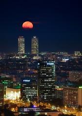 Full Moon, Luna Llena. (Neverlan) Tags: photopills luces cityligths noche hotelarts torresmapfre mapfre ciudad sky fullmoon moon barcelona hotel mafre arts neverlan