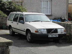 Volvo 940 Highlander (Andrew 2.8i) Tags: spot classics classic road kingdom united streetspotting cars car street spotting carspotting uk wales estate stationwagon limitedspecialedition euro european swedish highlander 900series 960 940 volvo