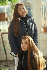 Tenzin & Kangli - greenhouse (e³°°°) Tags: greenhouse twee two sisterstenzinkangli botanicalgardenuniversityghent tenzin kangli girl girls gals gorgeous dame lady mädchen ladies femme female fille sun garden kruidtuin gent