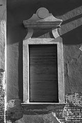 #Budapest #Jászberény #keretek #fekete-fehér #vakvágány #redőny #árnyék (eseminus69) Tags: jászberény budapest árnyék fekete keretek redőny vakvágány