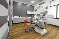 583976322 (Tiles Unlimited) Tags: nopeople dentistschair clinic dentistsoffice white modern new healthcareandmedicine indoors wallbuildingfeature office station hospital medicalequipment design equipment electriclamp chair stomatology dentalclinic stomatological