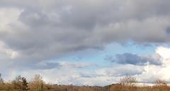 Beau ciel nuageux et départ d'arc-en-ciel à gauche (Marie-Hélène Cingal) Tags: cagnotte landes 40 ciel sky clouds nuages
