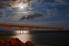 Full moon - Al Pont del Petroli (Fnikos) Tags: sea water mar mare wave ocean luna moon landscape sky skyline seascape coast rock bay dark light architecture construction bridge puente pont pier cloud night nightshot nightview outdoor