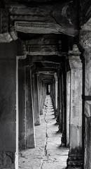 La vérité est au bout du couloir (Cédric Nitseg) Tags: voyage backpacking angkorwat nikon asia travel siemreap asie cambodge cambodia backpacker d7000 travelling temple greelow