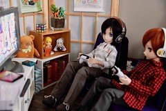 Kirito Jr got a new game for his Birthday (Real Salica) Tags: volks vinyl volksusa minidollfiedream mdd anime swordartonline gaming 14scale diorama kirito dollfiedream japanese bjd doll