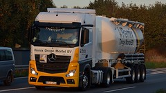 D - Remix Droge Mortel MB New Actros 2143 Bigspace (BonsaiTruck) Tags: spitzer remix droge mortel mb actros nacht nuit night dark lkw lastwagen lastzug silozug truck trucks lorry lorries camion caminhoes silo bulk citerne powdertank