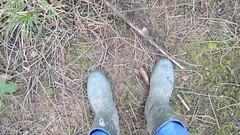 284 -- Wornout Hevea Dunlop in Mud -- Bottes Hevea Dunlop dans la Boue -- Gummistiefel im Schlamm (HeveaFan) Tags: rubberboots rubberlaazen 在泥里的靴子橡胶 kaplaarzen ゴム長靴 gummistiefel 威灵顿长靴 stiefel stivali stövlar ブーツ dunlop hevea aigle ripped wornout rainboots regenlaarzen wellies bottes wellworn caoutchouc galoshes wreckled trashed regenstiefel waterlaarzen soles tuinlaarzen loch leaky damaged trouée undicht versleten laarzen boots wellington kaput mud boue fertig riss gomma trou abgelatscht kaputt lek gumboots bottas vredesteinlaarzen vredesteinwellies vredesteinstiefel