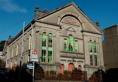 Salem, Pwllheli (1862) (Rhisiart Hincks) Tags: pwllheli salem gwynedd arwerth dawerzhañ salgai forsale rireic ue eu ewrop europe eòrpa europa aneoraip a'chuimrigh kembra wales cymru kembre gales galles anbhreatainbheag 威爾斯 威尔士 eglwys iliz eliza eaglais church capel chapel templ