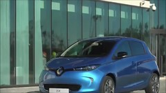 2017 Renault Zoe - INTERIOR (welcome.to.france) Tags: best future vehicle car environment power video super cheap charge alternative fuel consumption optimal driving range battery capacity emission co2 carbon low guide buying electric automotive renault zoe 400 generation