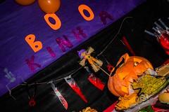 41_HALLOWEEN_JESSICA (pc.o.fotografo) Tags: comida aniversário festa rio de janeiro rj brasil 2018 bolo doce petisco pirulito popcake bebida família amigos galera decoração jéssica boo halloween fantasia bruxa ou travessura abóbora velas mortos vampiro espantalho sangue aranha rato barata lacraia poção caldeirão veneno jantar cachorro quente dedo caveira esqueleto morcego balas biscoito jujuba confeitos gelatina com olhos pizza seringa cachaça diabinha monstro noivos jason cowboy fantasma dança neon raio laser fumaça brinde taça vinho ponche música