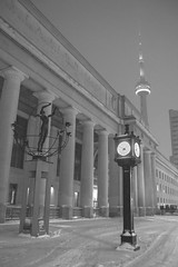 (A Great Capture) Tags: winter l'hiver 2019 agreatcapture agc wwwagreatcapturecom adjm ash2276 ashleylduffus ald mobilejay jamesmitchell toronto on ontario canada canadian photographer northamerica torontoexplore city downtown lights urban night dark nighttime cold snow weather cityscape urbanscape eos digital dslr lens canon 70d blackandwhite noiretblanc blancoynegro monochrome bnw bw outdoor outdoors outside streetphotography streetscape photography streetphoto street calle neige schnee snowy snowing