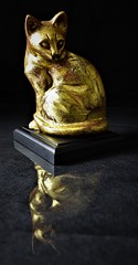 The Golden Cat (The Photo Bard) Tags: cat gold golden still life table top reflexion sidelight light black art reflection texture textured figurre figurine side