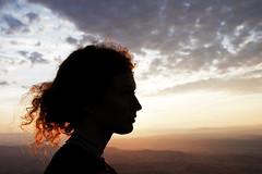 Mon soleil se lève (Emmanuelle2Aime2Ailes) Tags: portrait contrejour leverdesoleil montgolfière ciel nuages forcalquier provence profil lucille