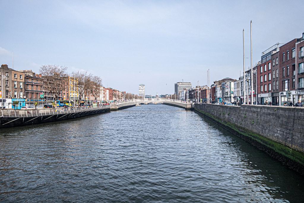 THE HALFPENNY BRIDGE [ACROSS THE RIVER LIFFEY IN DUBLIN]-151503