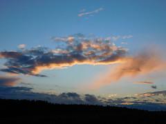 ...von der Sonne beleuchtet.... (elisabeth.mcghee) Tags: himmel sky abendhimmel abendrot sunset sonnenuntergang wolken clouds oberpfalz upperpalatinate