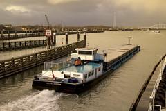 Kanaal door Zuid Beveland (Omroep Zeeland) Tags: kanaal door zuid beveland vlakebrug kruiningen hansweert binnenvaart binnenvaartschip helena jantine