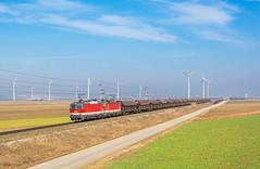 Šarmantné Rakúšanky | 1144.261 + 1144.106 | ÖBB | Kittsee - Pama (AT) (lofofor) Tags: electric obb öbb austria österreich rakúsko kittsee pama bratislava petržalka ba fields turbíny vrtule veterné elektrárne wind power plants class 1141 261 106 sunshine blue sky drop veľký grostrappe vyhliadka rozhľadňa príprah duo borderland border nížina rakúšanky rail railways locomotive trains