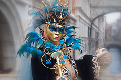 At the bridge (ej - light spectrum) Tags: italia venezia venedig venice venise mask maske costum kleid costume blue bridge brücke olympus omd em5markii italy italien portrait m1240mmf28 mzuiko colorful carnevale 威尼斯 ヴェネツィア венеция
