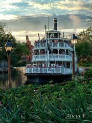 Mississippi (Alicia B,) Tags: orlando eeuu disneyworld magickingdom florida boat barco