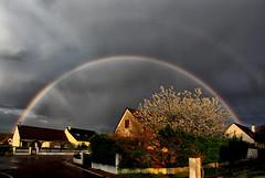 L'arc-en-ciel était dans ma rue....alors j'en ai profité!!! (jjcordier) Tags: arcenciel météorologie pluie
