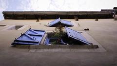 Les volets bleus (Un jour en France) Tags: volet fenêtre canoneos6dmarkii canonef1635mmf28liiusm