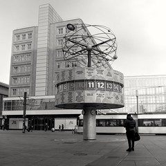 Not watching the Clock (ucn) Tags: tessar75mmf35 rolleiflex35b mxevs mutar07x agfacopexrapid berlin filmdev:recipe=12019 adoxadoluxatm49 developer:brand=adox developer:name=adoxadoluxatm49