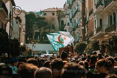 Un seul héro.. le peuple (CRB1962) Tags: alger algerie manifestation public flag drapeau crowd people peuple dz dzair oussama biad algiers algeria pasteur audin building