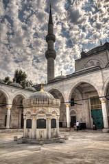 Postales de Estambul (bardaxi) Tags: estambul istanbul turquía turkey europa europe nikon hdr photomatix photoshop exterior contraste perspectiva patio mezquita mosque islam arquitectura arte historia monumento cielo nubes