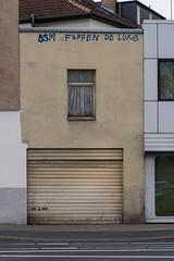 FOPPEN DE LUXE (duesentrieb) Tags: architecture architektur braunschweig brunswick building decay deutschland garage gebäude germany haus house lowersaxony niedersachsen nordstadt verfall