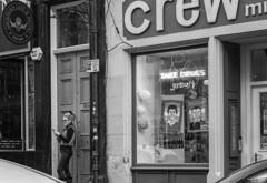 eye-catching (louys:) Tags: candid street mono bw fuji xt2 xf35mmf14r primelens cockburnstreet edinburgh window