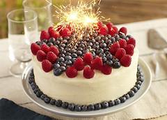 Cách trang trí bánh kem bằng trái cây tươi (Nấu ăn không khó) Tags: cake love sweet strawberry valentine dessert fruit fresh
