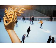 Hand of Fire (Dan Haug) Tags: prometheus fire rockefellerplaza skating skaters newyorkcity nyc manhattan midtown march 2019 mirrorless xt3 xf1655mmf28rlmwr xf1655 fujifilm fujixseries