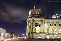 Reichstag mit Blick auf den Fernsehturm - (Noodles Photo) Tags: reichstag fernsehturm berlin nachtaufnahme langzeitbelichtung longexposure tvtower canoneos7dmarkii efs1018mmf4556isstm nightshot night