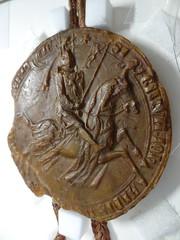 1293 - 'seal of Jan I, duke of Brabant and Limburg', Stadsarchief, Leuven, province of Flemish Brabant, Belgium (roelipilami (Roel Renmans)) Tags: 1293 john jan jean i brabant duke hertog duc herzog worringen woeringen 1288 document oorkonde stadsarchief leuven archives ville louvain belgië belgique belgium belgien cheval pferd paard horse knight ritter ridder chevalier battle great helm heaume topfhelm pothelm crest cimier helmteken zimier seal zegel sceau siegel sello juan brabante duque lovaina limbourg limburg hauberk cotte de mailles maliënkolder ailettes wyvern chimère chimera caparison caparacon banner shield housse баргустувон жан герцог брабанта city kettenhemd armadura armatura
