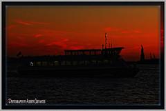 ATARDECER DRAMÁTICA . DRAMATIC SUNSET. NEW YORK CITY. (ALBERTO CERVANTES PHOTOGRAPHY) Tags: dramaticsunset dramatic sunset dusk twilight nightfall atardecer crepusculo ocaso anochecer nightcolor lightcolor silueta silhouette rio river sea lake ocean water boat ship yacht reflejo reflection retrato portrait streetphotography photography photoborder photoart art nyc usa newyork city luz light color colores colors brillo brightcolors bright indoor outdoor blur sky clouds nubes sol sun estatuadelalibertad statueofliberty statue liberty dama lady icono iconic cityscapes bandera flag night nightscape orange red