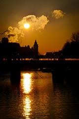 Ce matin, soleil glacé (Calinore) Tags: paris france city ville sunrise morning matin cloud nuages seine river fleuve reflet reflection