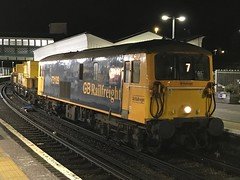 73109 & 73201 working the 04:15 ex Tonbridge West yard to Tonbridge West yd, waits for the signal at Lewes en route to Seaford with 3Y07. (SRDemus) Tags: gbrailfreight class73 edl lewesstation deicer 3y07 lewes gbrf 73201 73 73109