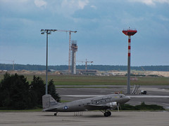 IMG_1100L (lutz47) Tags: schönefeld ber rosinenbomber flughafen vorfeld berlin deutschland