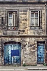 Les rides du vieux Bordeaux (Isa-belle33) Tags: architecture urban urbain city ville window fenêtre door porte wall mur old ancien fujifilm bordeaux street streetphotography