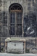 Nasti (Isa-belle33) Tags: architecture urban urbain city ville wall mur fenêtre window bordeaux fujifilm street streetphotography streetart streetartbordeaux old ancien nasti graffiti