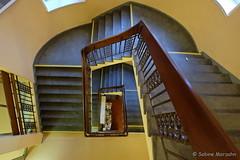 Schoolhouse (Sockenhummel) Tags: 5 amseminarweg badsegeberg gemeinschaftsschule schule treppe treppenhaus fuji xt10 staircase stairwell escaliers architektur stairs stufen steps gebäude archiktektur