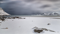 sans commentaire - nothing to say (flo73400) Tags: landscape lofoten norway longexposure winter snow plage see water cloud mountain paysage poselongue neige hiver nuage montagne