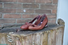 Urbex in Zaandam. (PhotoTJH) Tags: phototjh phototjhnl urbex urban exploring zaandam zaanstad decay verval nature natuur shoes schoenen schoentjes