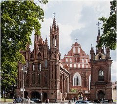 183-IGLESIA DE SAN BERNARDO Y SANTA ANA - VILNIUS - LITUANIA- (--MARCO POLO--) Tags: ciudades curiosidades rincones templos iglesias arquitectura edificios